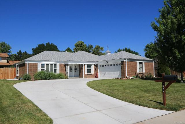 7055 S Kendall Boulevard, Littleton, CO 80128 (#9367659) :: Ben Kinney Real Estate Team
