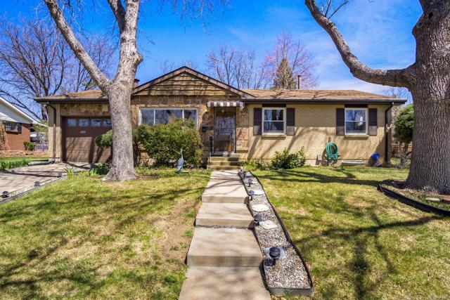 946 Dearborn Street, Aurora, CO 80011 (#9415566) :: The Pete Cook Home Group