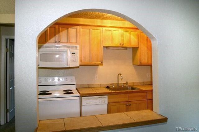 5875 E Iliff Avenue #219, Denver, CO 80222 (#2893119) :: The Peak Properties Group