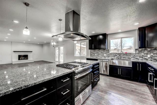 1050 S Garrison Street, Lakewood, CO 80226 (#3687935) :: The Griffith Home Team
