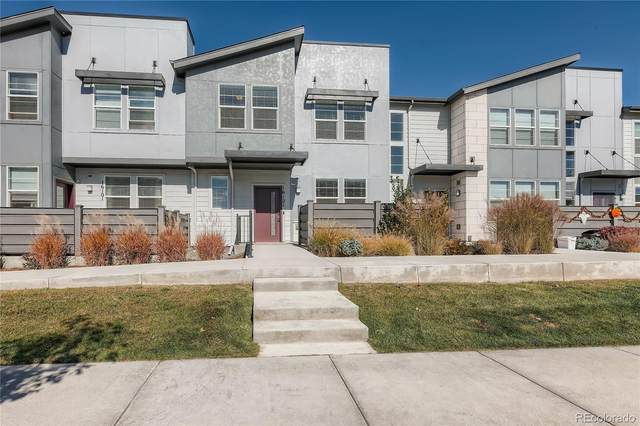 16121 Bolling Drive, Denver, CO 80239 (#6170070) :: The Griffith Home Team