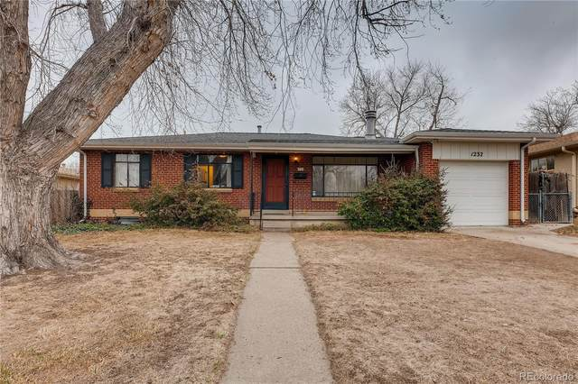 1232 S Fenton Street, Lakewood, CO 80232 (#8638084) :: The Dixon Group