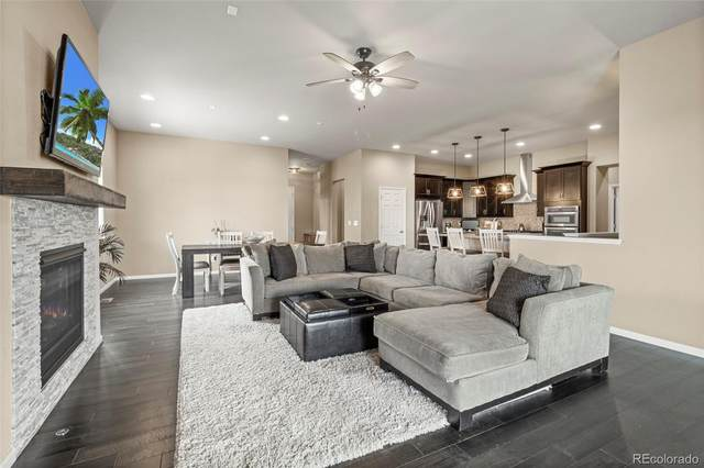 6911 S Robertsdale Court, Aurora, CO 80016 (#4693749) :: The Griffith Home Team