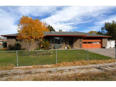 15011 Montview Boulevard, Aurora, CO 80011 (#1138626) :: The Peak Properties Group