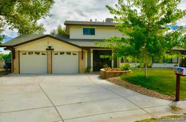 10626 W Tufts Place, Littleton, CO 80127 (#3876173) :: The DeGrood Team