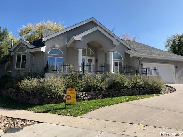 2200 Simms Place, Lakewood, CO 80215 (#4476527) :: The DeGrood Team