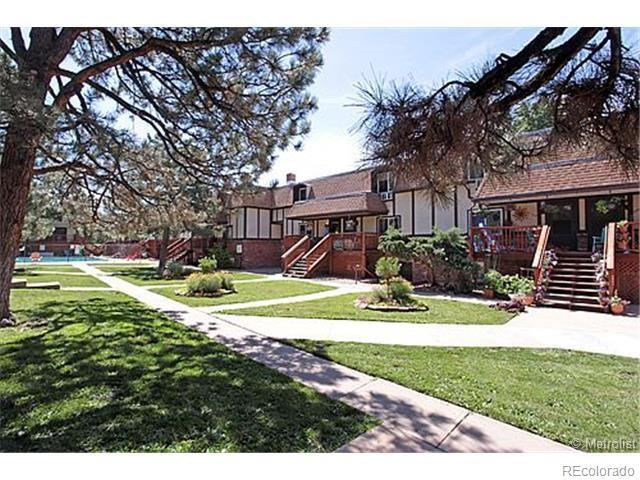 2700 S Holly Street #112, Denver, CO 80222 (#7142681) :: The HomeSmiths Team - Keller Williams
