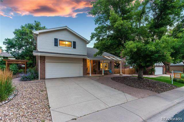 2257 S Holland Way, Lakewood, CO 80227 (#8513157) :: The DeGrood Team