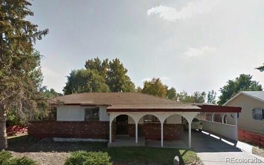 5554 Abilene Street, Denver, CO 80239 (#8753385) :: The DeGrood Team