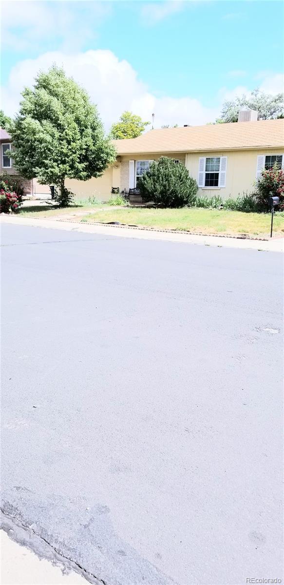 2721 E 98th Avenue, Thornton, CO 80229 (#4100629) :: The Dixon Group