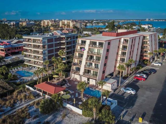 111 50TH Avenue W #206, St Pete Beach, FL 33706 (MLS #A4198044) :: The Duncan Duo Team