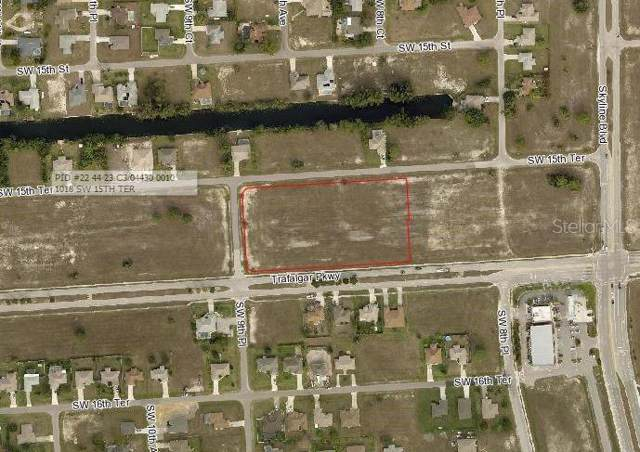 854 SW 15TH Terrace, Cape Coral, FL 33991 (MLS #A4442063) :: Alpha Equity Team