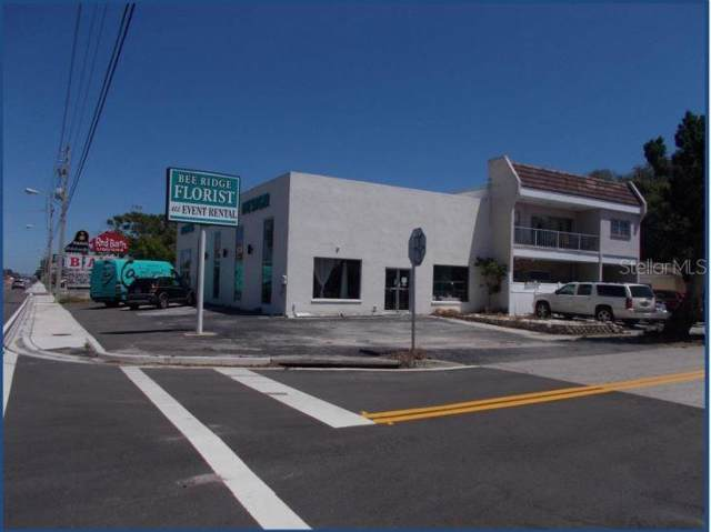2048 Bee Ridge Road, Sarasota, FL 34231 (MLS #A4445414) :: Zarghami Group