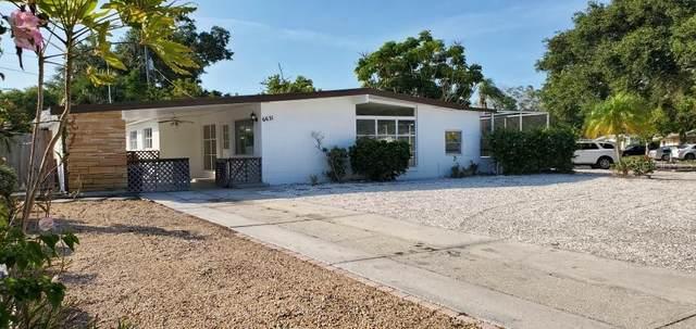 6631 Case Avenue, Bradenton, FL 34207 (MLS #A4468516) :: The Figueroa Team