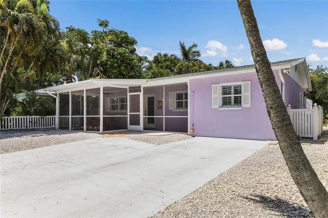 135 Avenida Veneccia, Sarasota, FL 34242 (MLS #A4471255) :: The A Team of Charles Rutenberg Realty