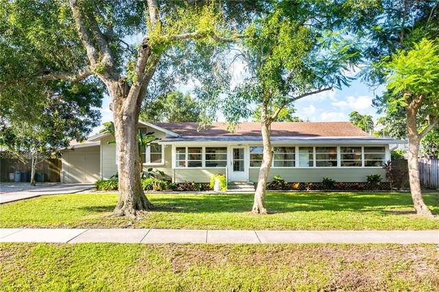 3040 Wilkinson Road, Sarasota, FL 34231 (MLS #A4471509) :: Alpha Equity Team