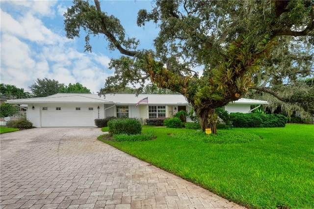 7525 Sundial Terrace, Sarasota, FL 34231 (MLS #A4478461) :: Delgado Home Team at Keller Williams