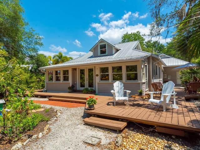 720 Eagle Point Drive, Venice, FL 34285 (MLS #A4496751) :: McConnell and Associates