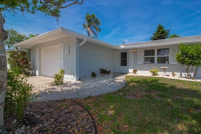 6630 Bowline Drive, Sarasota, FL 34231 (MLS #A4500097) :: Sarasota Home Specialists