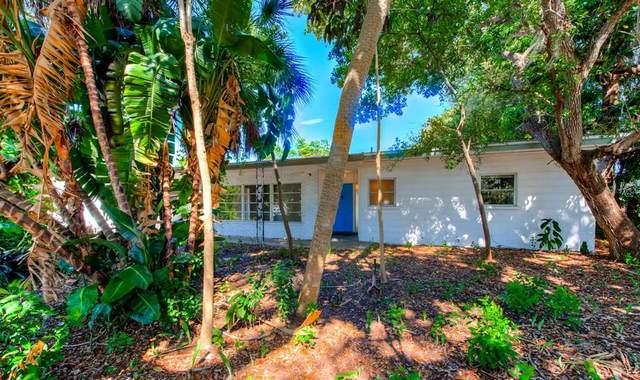 5415 Shadow Lawn Drive, Sarasota, FL 34242 (MLS #A4509127) :: The Deal Estate Team | Bright Realty