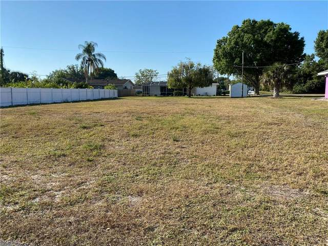 425 Chestnut Avenue NW, Port Charlotte, FL 33952 (MLS #C7427493) :: Sarasota Home Specialists