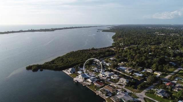 944 Suncrest Lane, Englewood, FL 34223 (MLS #D6110628) :: The Figueroa Team