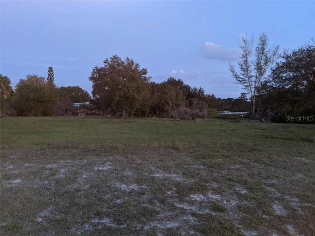 933 Boundary Boulevard, Rotonda West, FL 33947 (MLS #D6110958) :: The A Team of Charles Rutenberg Realty