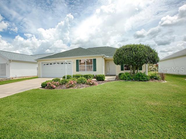 2135 Margarita Drive, The Villages, FL 32159 (MLS #G5016804) :: The Duncan Duo Team