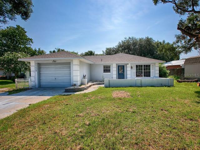 35428 Crescent Drive, Fruitland Park, FL 34731 (MLS #G5017775) :: Cartwright Realty