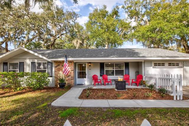 915 E 11TH Avenue, Mount Dora, FL 32757 (MLS #G5025123) :: The Light Team