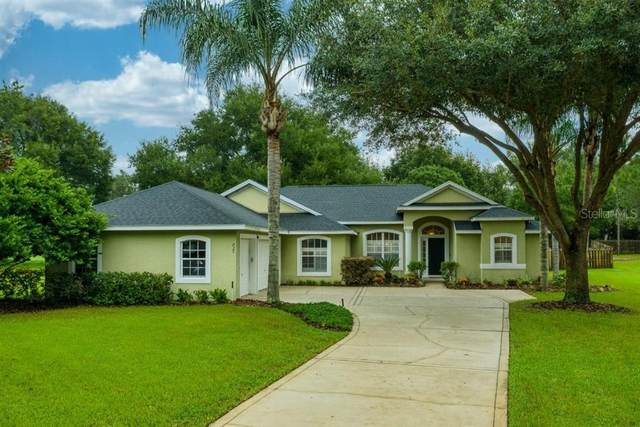 825 Club Hills Drive, Eustis, FL 32726 (MLS #G5034045) :: Premium Properties Real Estate Services