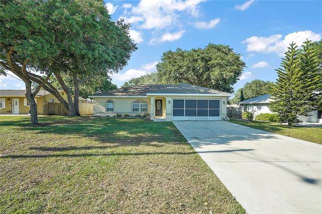 5241 Frederick Road, Fruitland Park, FL 34731 (MLS #G5040687) :: Everlane Realty