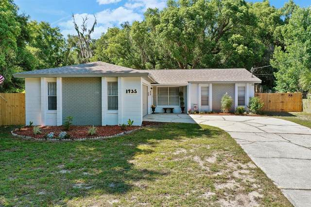 1935 Spring Lake Road, Fruitland Park, FL 34731 (MLS #G5041902) :: Bob Paulson with Vylla Home