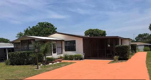 1736 Lauren Lane, Lady Lake, FL 32159 (MLS #G5042100) :: Better Homes & Gardens Real Estate Thomas Group