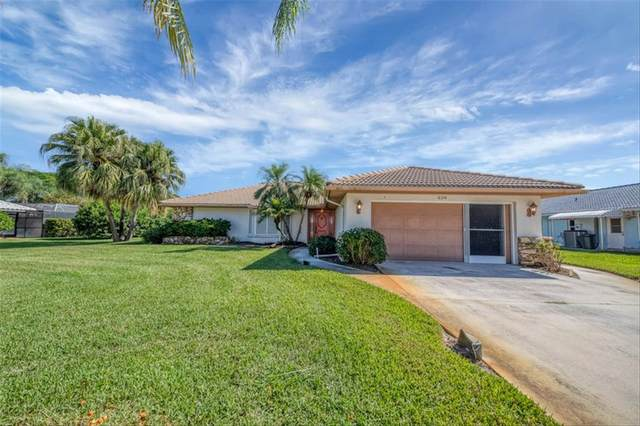 228 Woodland Drive, Englewood, FL 34223 (MLS #N6118134) :: Griffin Group