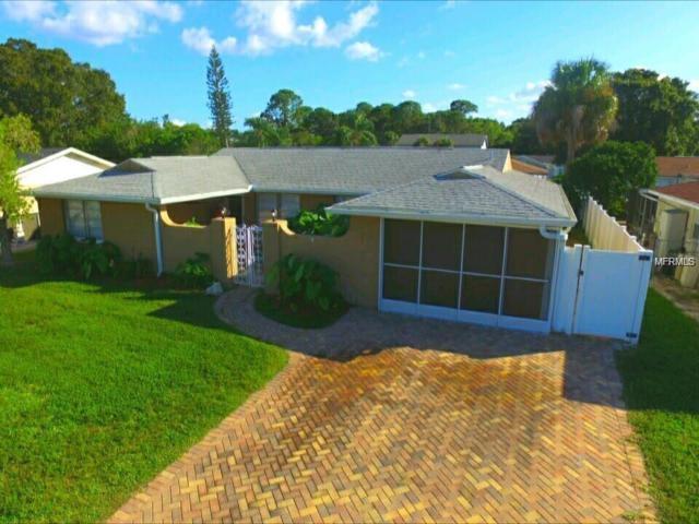 6120 Seabreeze Drive, Port Richey, FL 34668 (MLS #O5744579) :: Team Suzy Kolaz