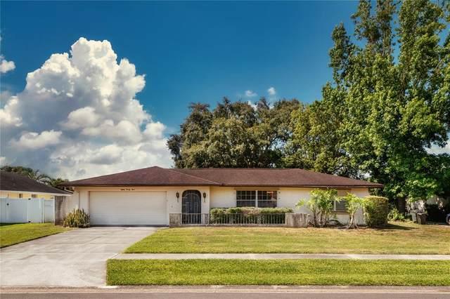 8024 Nicklaus Drive, Orlando, FL 32825 (MLS #O5949474) :: Bustamante Real Estate