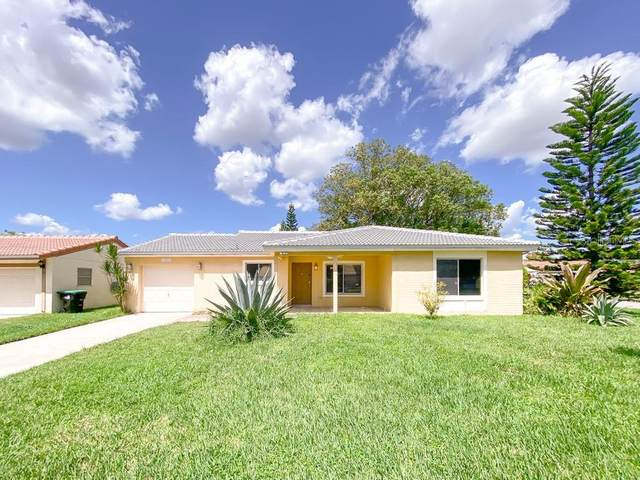10841 William And Mary Court, Orlando, FL 32821 (MLS #O5965139) :: Griffin Group