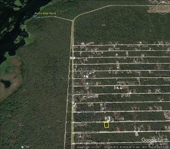 NE 235TH Place, Fort Mc Coy, FL 32134 (MLS #OM624002) :: Zarghami Group