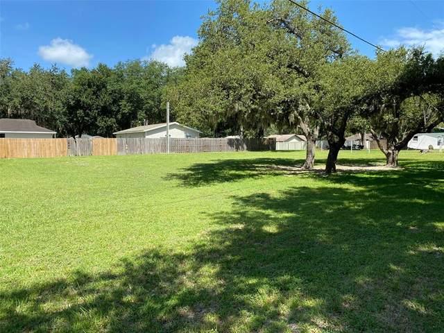 Oakridge Drive, Lady Lake, FL 32159 (MLS #OM625709) :: Your Florida House Team