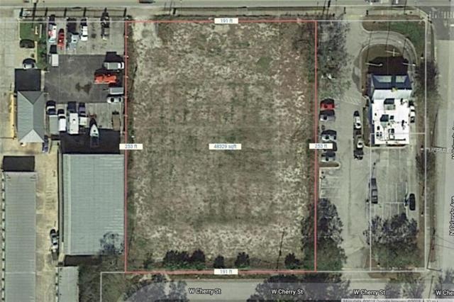 512 W Vine Street, Kissimmee, FL 34741 (MLS #S5001982) :: The Duncan Duo Team