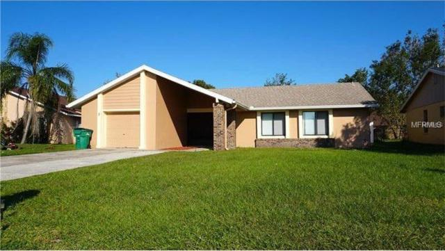 3 Country Club Court, Kissimmee, FL 34759 (MLS #S5005411) :: Homepride Realty Services