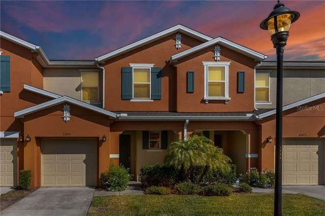3205 Tocoa Circle, Kissimmee, FL 34746 (MLS #S5031600) :: Premium Properties Real Estate Services