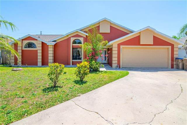 331 Blue Bayou Drive, Kissimmee, FL 34743 (MLS #S5049218) :: The Figueroa Team