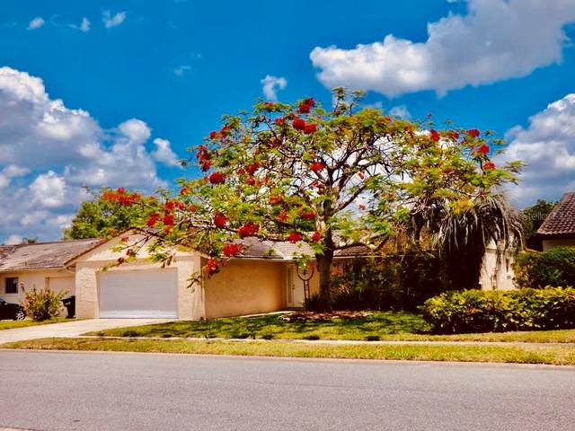 10563 Montpelier Circle, Orlando, FL 32821 (MLS #S5050302) :: The Paxton Group