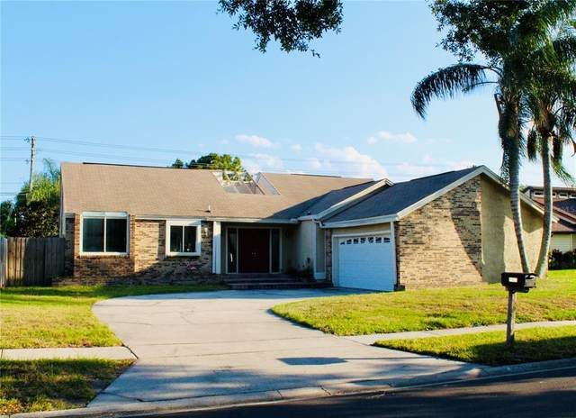 8902 S Shadow Bay Drive, Orlando, FL 32825 (MLS #S5051780) :: Prestige Home Realty