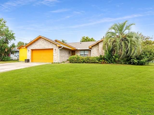 558 Tradewinds Drive, Deltona, FL 32738 (MLS #S5057386) :: Expert Advisors Group