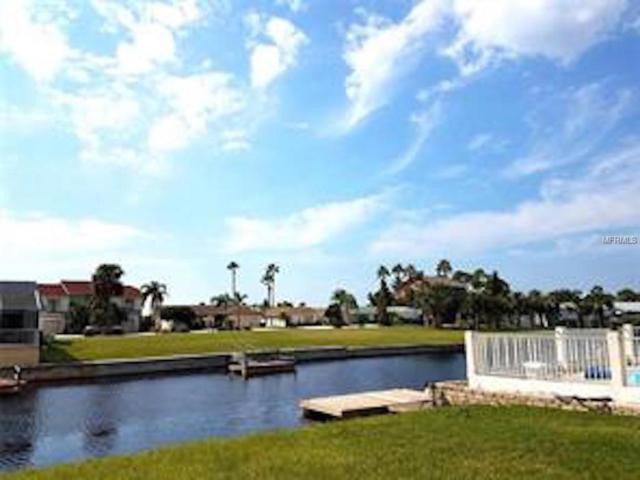 9827 San Sebastian Way, Port Richey, FL 34668 (MLS #T3106864) :: The Duncan Duo Team