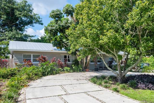 300 Davison Avenue NE, St Petersburg, FL 33703 (MLS #T3191903) :: Delgado Home Team at Keller Williams