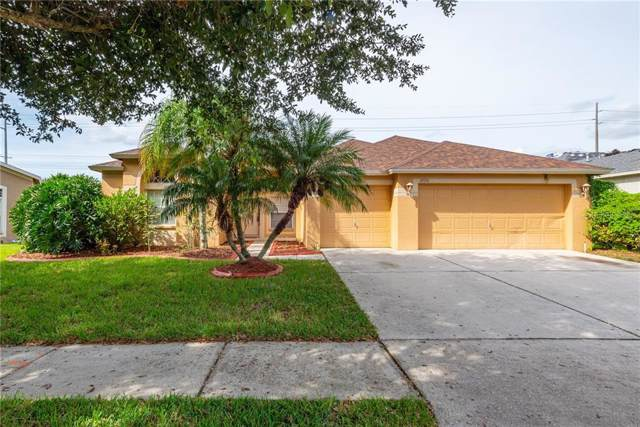 2720 Valencia Grove Drive, Valrico, FL 33596 (MLS #T3209028) :: The Robertson Real Estate Group